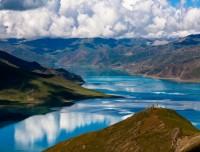 Yamdrok Lake view